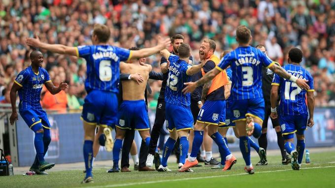 """""""The Wombles"""" so si lani na Wembleyu po pravi drami priigrali uvrstitev v tretjo ligo. Vir: fa.com"""