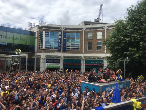 Navijači Wimbledona proslavljajo uvrstitev v Football League 2. vir: news.merton.gov.uk