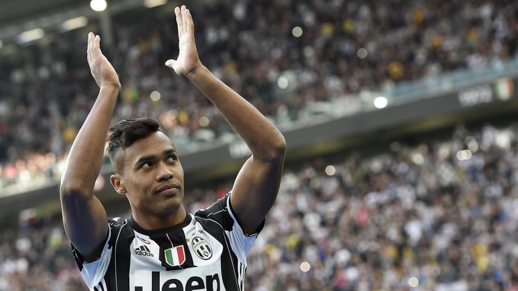 Alex Sandro je imel obilo razlogov za proslavljanje. Z Juventusom je osvojil  domačidvojček, a izgubil v finalu Lige Prvakov proti Real Madirud. Vir: 101greatgoals.com