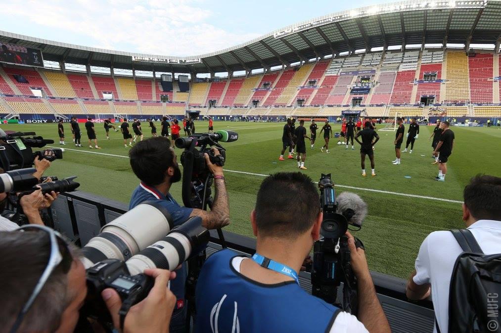 Igralci Manchester Uniteda so včeraj opravili uradni trening na stadionu Filipa II. v Skopju. Vir slike: Manchester United