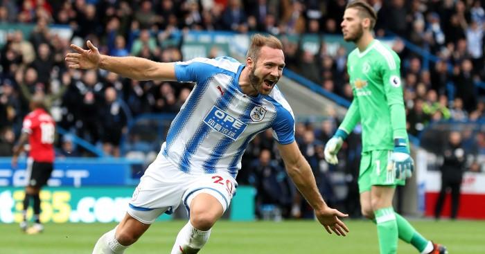 Nogometaši Huddersfielda so prišli do zgodovinske zmage.