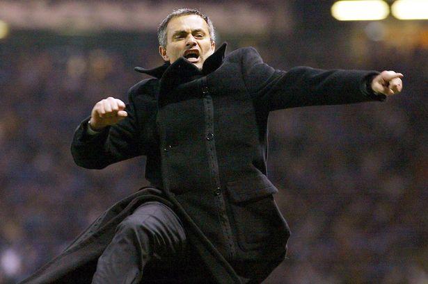 Prešerno proslavljanje napredovanja sredi Manchestra Mourinho zagotovo ne bo nikoli pozabil. Vir: Daily Mirror