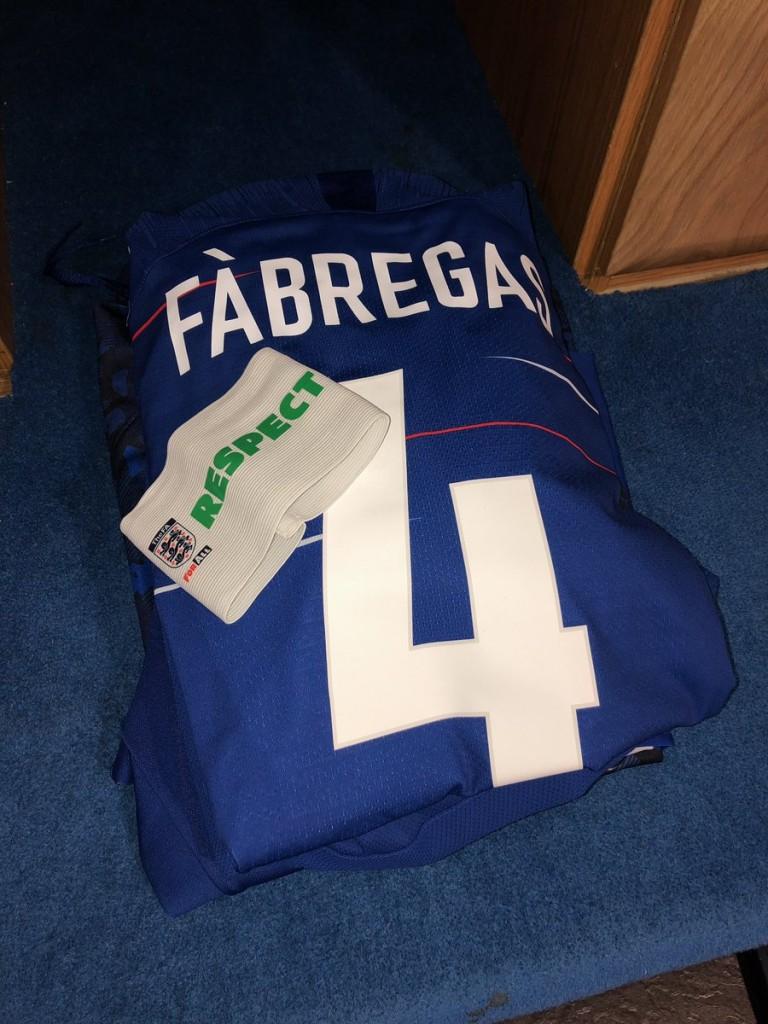 Že pred samo tekmo je bilo jasno, da se Fabregas danes poslavlja od Chelseaja, saj mu je bila dodeljena vloga kapetana. Vir: Twitter
