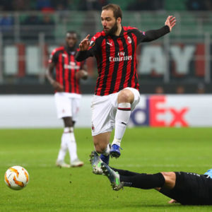 MILAN, ITALY - NOVEMBER 29:  Gonzalo Higuain of AC Milan is challenged by Tom Schnell of F91 Dudelange during the UEFA Europa League Group F match between AC Milan and F91 Dudelange at Stadio Giuseppe Meazza on November 29, 2018 in Milan, Italy.  (Photo by Marco Luzzani/Getty Images)