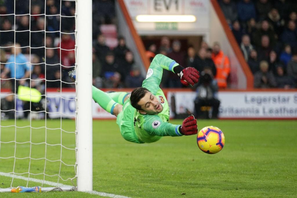 Poljak je z odličnimi obrambami hitro navdušil navijače Kladiv in postal celo ljubljenec West Hamovih privržencev. virFOTO: Hammers News